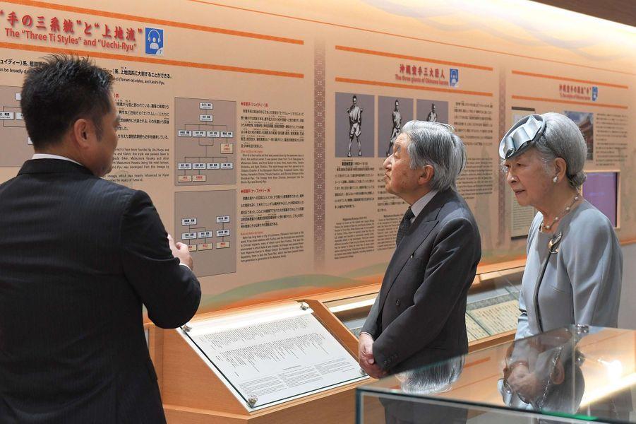 L'empereur Akihito du Japon et l'impératrice Michiko à Tomigusuku, le 29 mars 2018