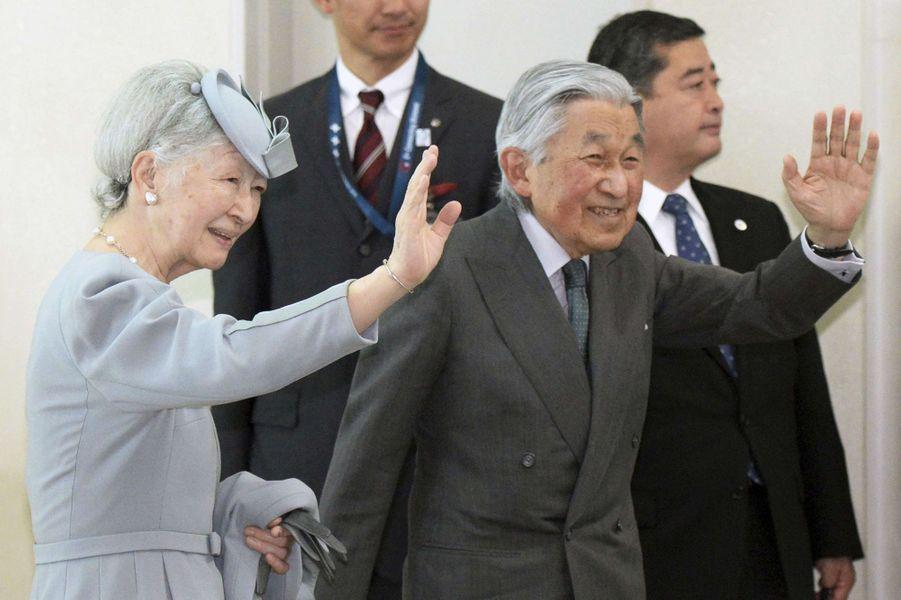 L'empereur Akihito du Japon et l'impératrice Michiko à Naha, le 29 mars 2018