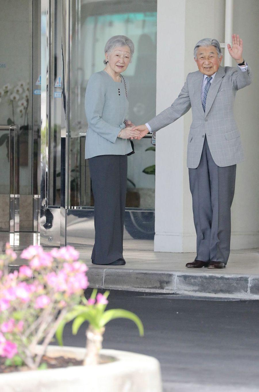 L'empereur Akihito du Japon et l'impératrice Michiko à Naha, le 28 mars 2018