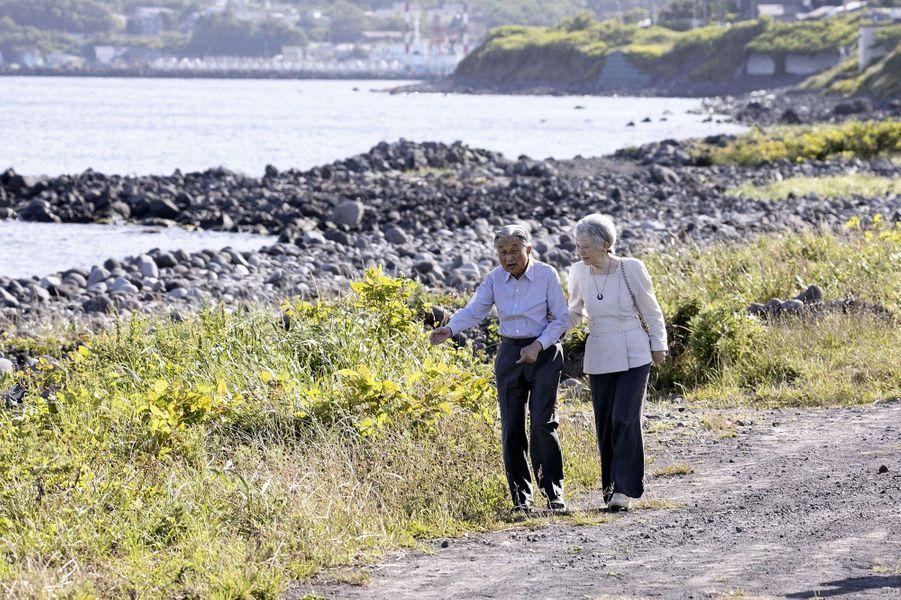 L'impératrice Michiko et l'empereur Akihito du Japon sur l'île Rishiri, le 4 août 2018