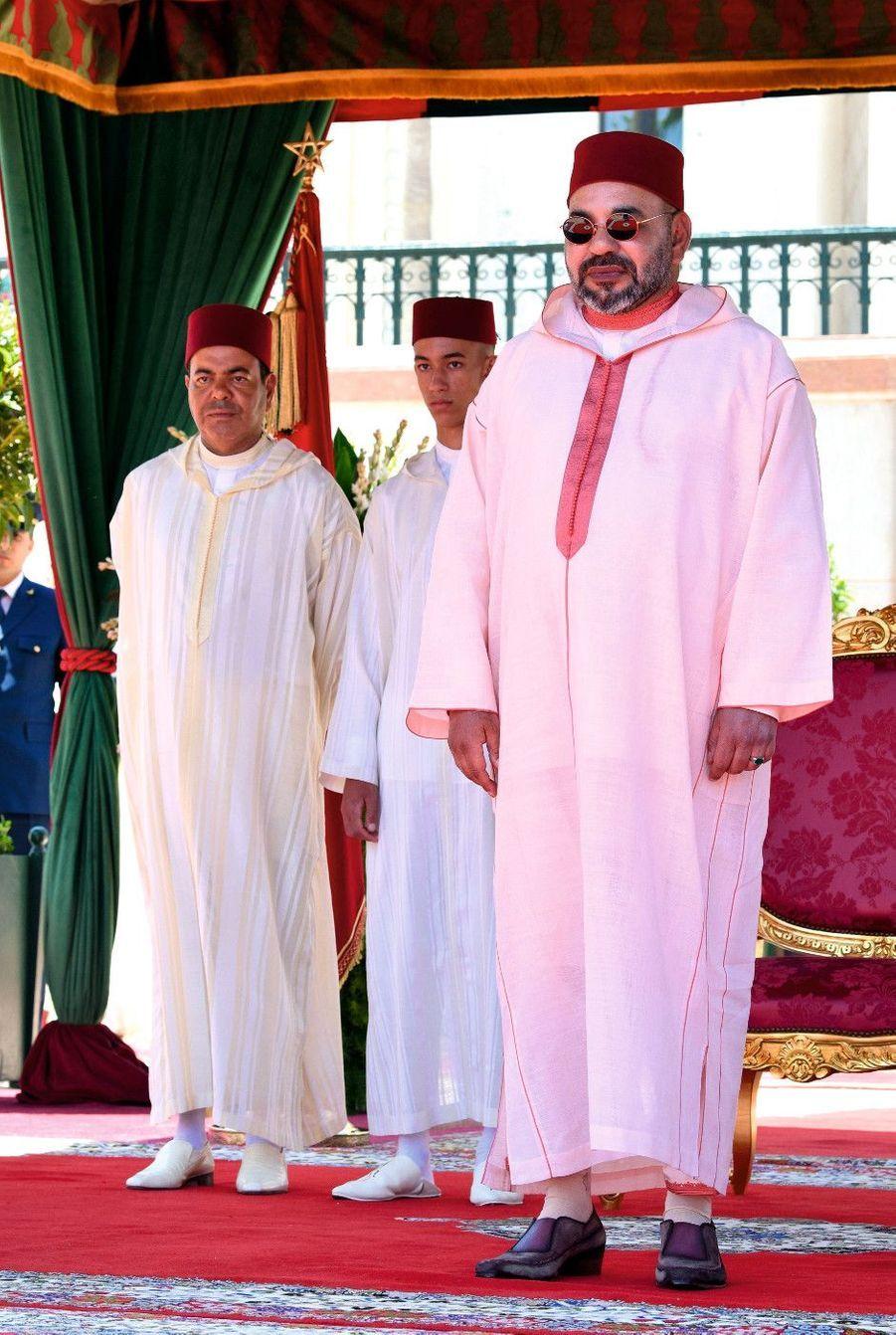 0 JUILLET 2019, le roi inaugure une réception donnée en son honneur au palais Marshan à Tanger. A sa droite, son fils Moulay El Hassan et le prince Moulay Rachid.