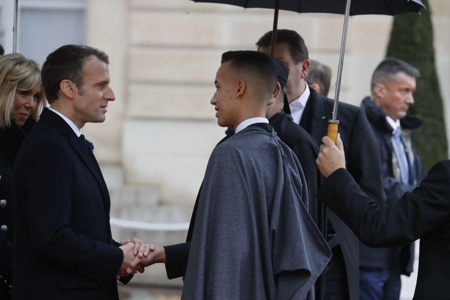 Le prince Moulay El Hassan du Maroc avec Emmanuel et Brigitte Macron à Paris, le 11 novembre 2018