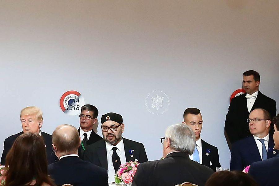 Le prince Moulay El Hassan du Maroc avec son père le roi Mohammed VI, Donald Trump et le prince Albert II de Monaco à Paris, le 11 novembre 2018