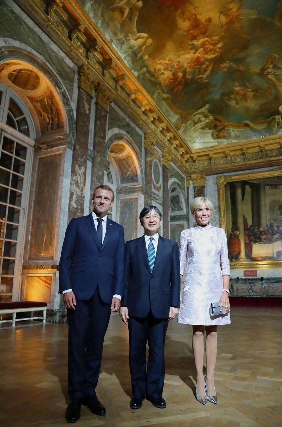 Le prince Naruhito du Japon à Versailles avec Emmanuel et Brigitte Macron, le 12 septembre 2018