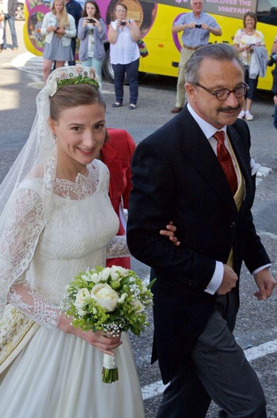 Caroline von Neipperg et son père à Saint-Emilion, le 23 mai 2015