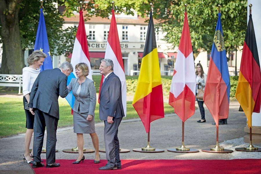 Joachim Gauck et sa compagne Daniela Schad avec Mathilde et Philippe de Belgique