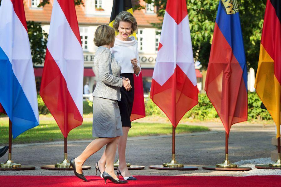La compagne de Joachim Gauck et Mathilde de Belgique