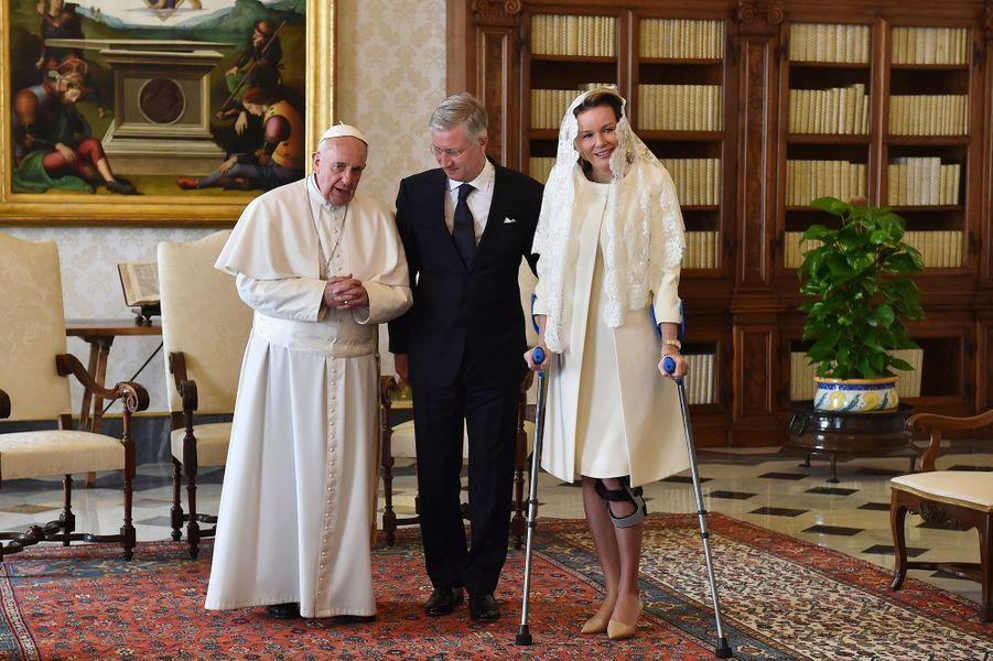 Le roi Philippe et la reine Mathilde avec le pape François au Vatican, le 9 mars 2015
