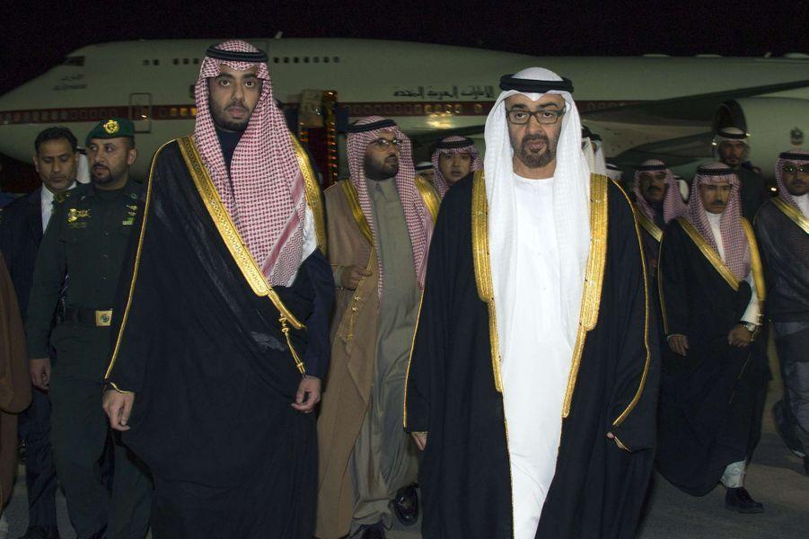 Le sheikh Mohammed ben Zayed ben Sultan, prince héritier d'Abou Dabi (à doite) à Riyad, le 24 janvier 2014