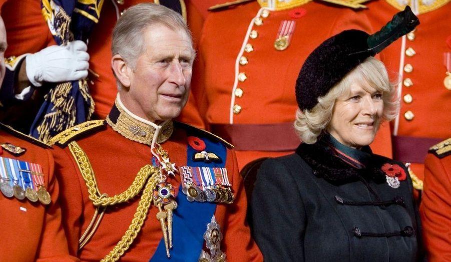 Le prince Charles, héritier du trône d'Angleterre, en compagnie de sa seconde épouse, Camilla Parker Bowles. Une union que la reine Elisabeth II a eu beaucoup de mal à accepter. Les deux époux ont longtemps été amants avant d'officialiser leur relation