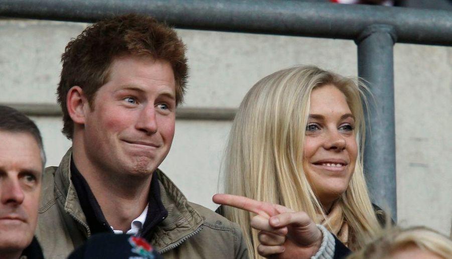 Le prince Harry, fils cadet de Charles et Diana, ici en compagnie de Chelsy Davy, sa petite-amie depuis 5 ans, malgré quelques remous dans le couple...