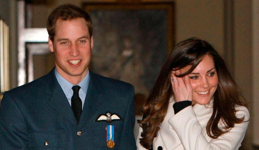 Le prince William, ici avec sa petite-amie Kate Middleton, voudrait s'inspirer à la fois de son père et de sa défunte mère, Lady Di, dans la continuité de sa grand-mère, lorsqu'il montera sur le trône d'Angleterre.