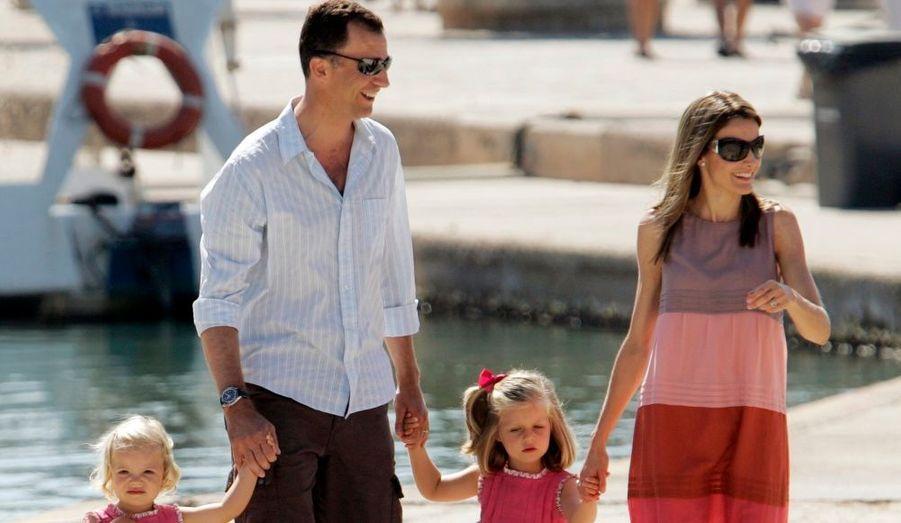 Le fils du souverain Juan Carlos et sa femme, Letizia Ortiz. Un couple princier dans l'air du temps...