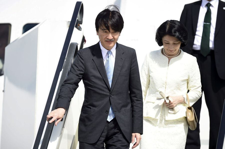 La princesse Kiko du Japon et le prince Fumihito d'Akishino à leur arrivée en Finlande, le 2 juillet 2019