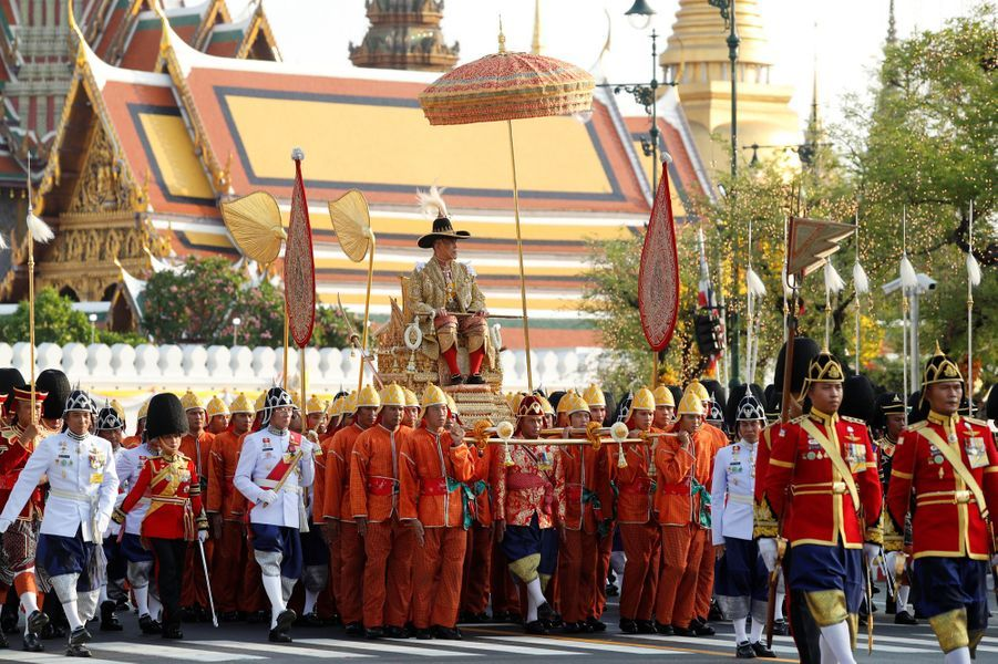 Procession du roi de Thaïlande Maha Vajiralongkorn à Bangkok, le 5 mai 2019