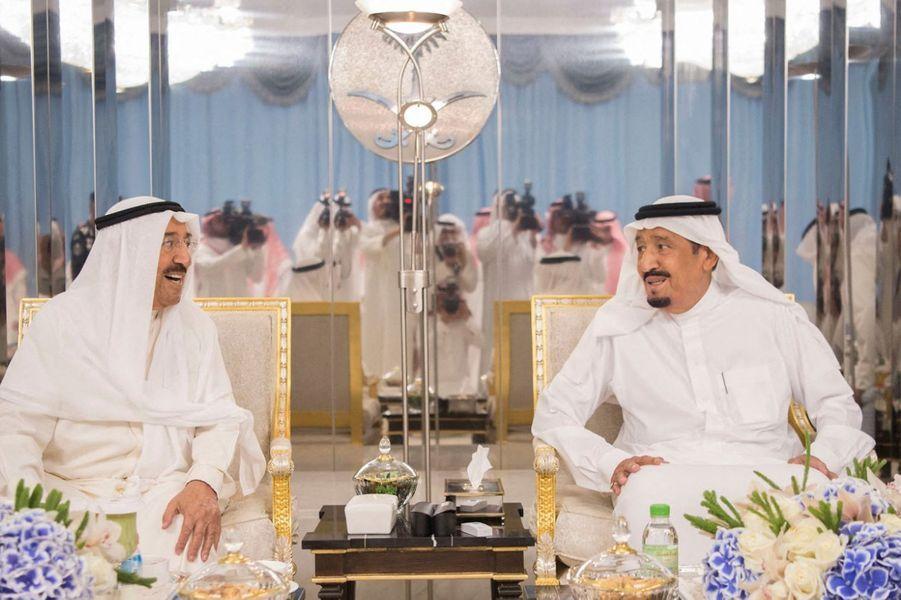 L'émir du Koweït, le cheikh Sabah al-Ahmad al-Sabah, avec le roi Salmane d'Arabie saoudite à Djeddah, le 1er juin 2019