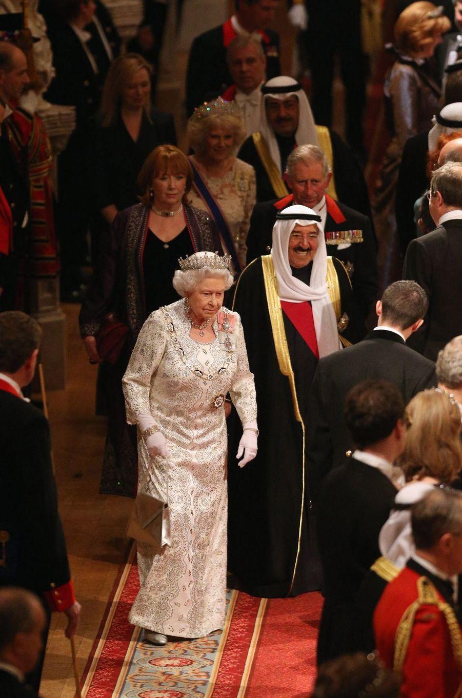 L'émir du Koweït, le cheikh Sabah al-Ahmad al-Sabah, avec la reine Elizabeth II à Windsor, le 27 novembre 2012