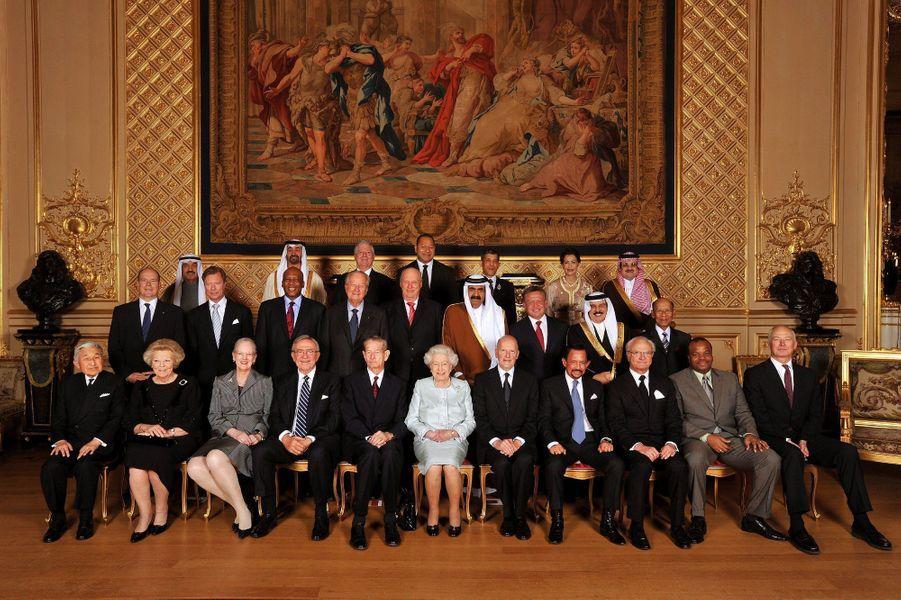 L'émir du Koweït, le cheikh Sabah al-Ahmad al-Sabah (3e rang à gauche), avec la reine Elizabeth II et ses autres invités royaux à Windsor, le 19 mai 2012