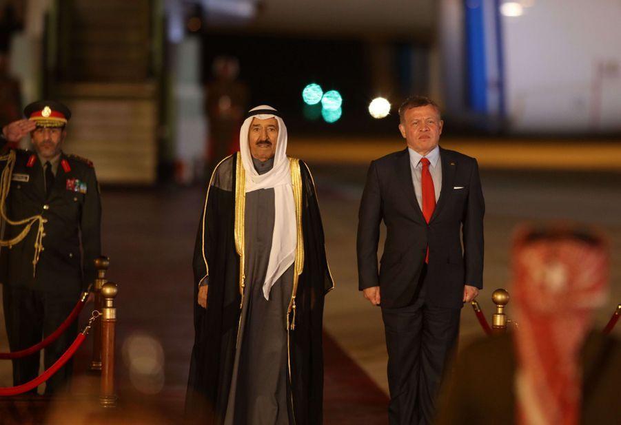 L'émir du Koweït, le cheikh Sabah al-Ahmad al-Sabah, avec le roi Abdallah II de Jordanie à Amman, le 28 mars 2017