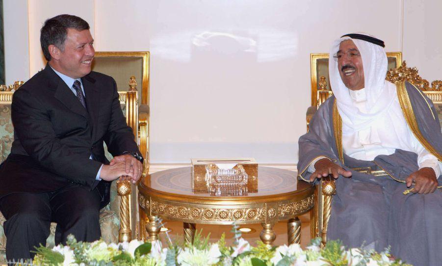L'émir du Koweït, le cheikh Sabah al-Ahmad al-Sabah, avec le roi Abdallah II de Jordanie à Koweït City, le 16 septembre 2008