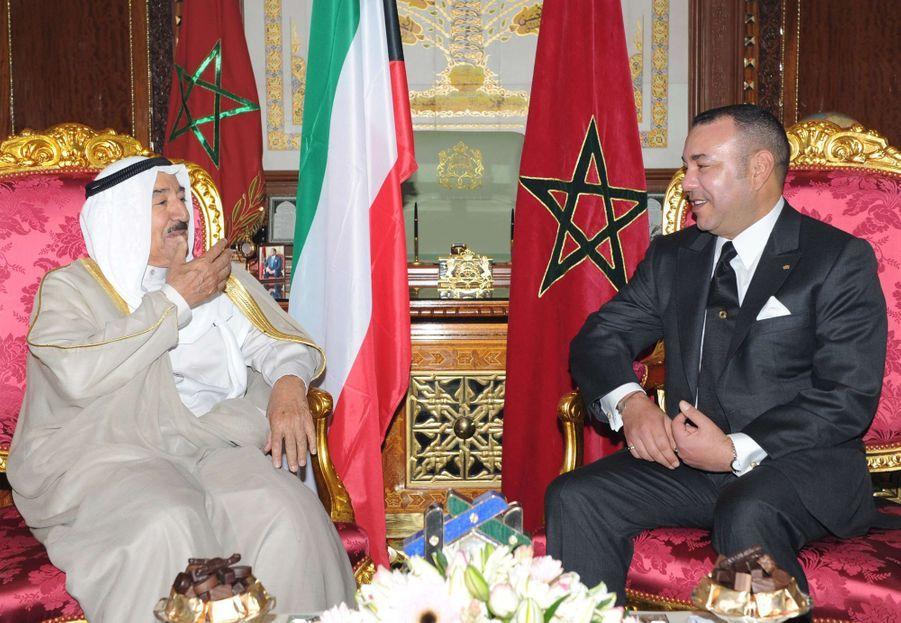 L'émir du Koweït, le cheikh Sabah al-Ahmad al-Sabah, avec le roi Mohammed VI du Maroc à Rabat, le 14 octobre 2010