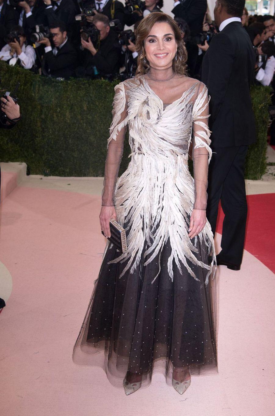La reine Rania de Jordanie dans une robe Valentino à New York, le 2 mai 2016