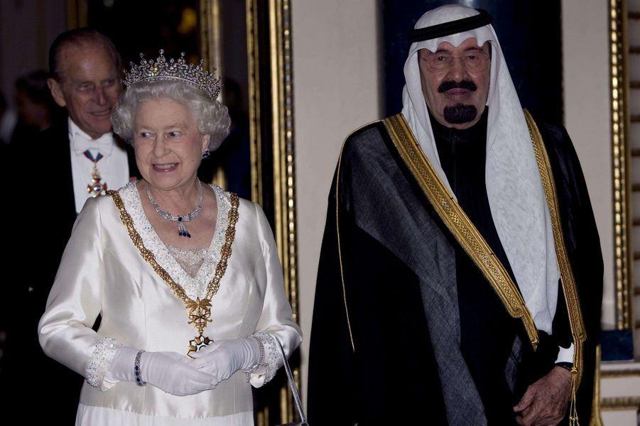 Le roi Abdallah avec la reine Elizabeth II et le duc d'Edimbourg à Londres, le 30 octobre 2007