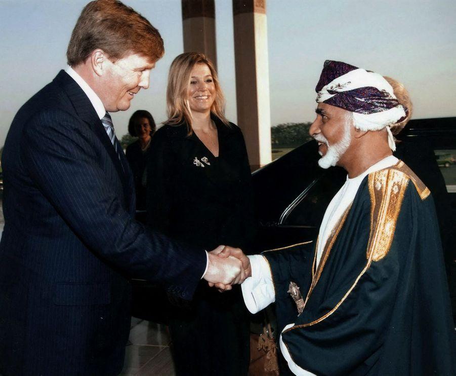 Le sultan Qaboos d'Oman avec la princesse Maxima et le prince Willem-Alexander à Mascate, le 8 mars 2011