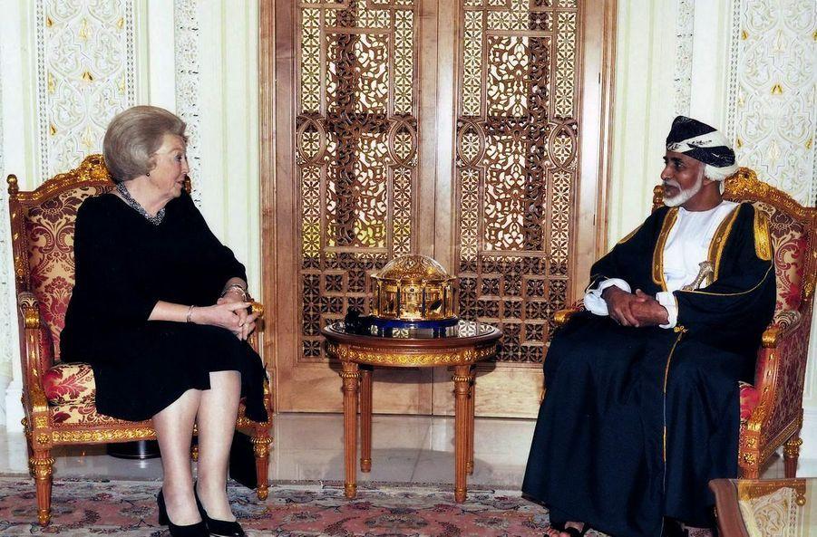 Le sultan Qaboos d'Oman avec la reine Beatrix des Pays-Bas à Mascate, le 8 mars 2011