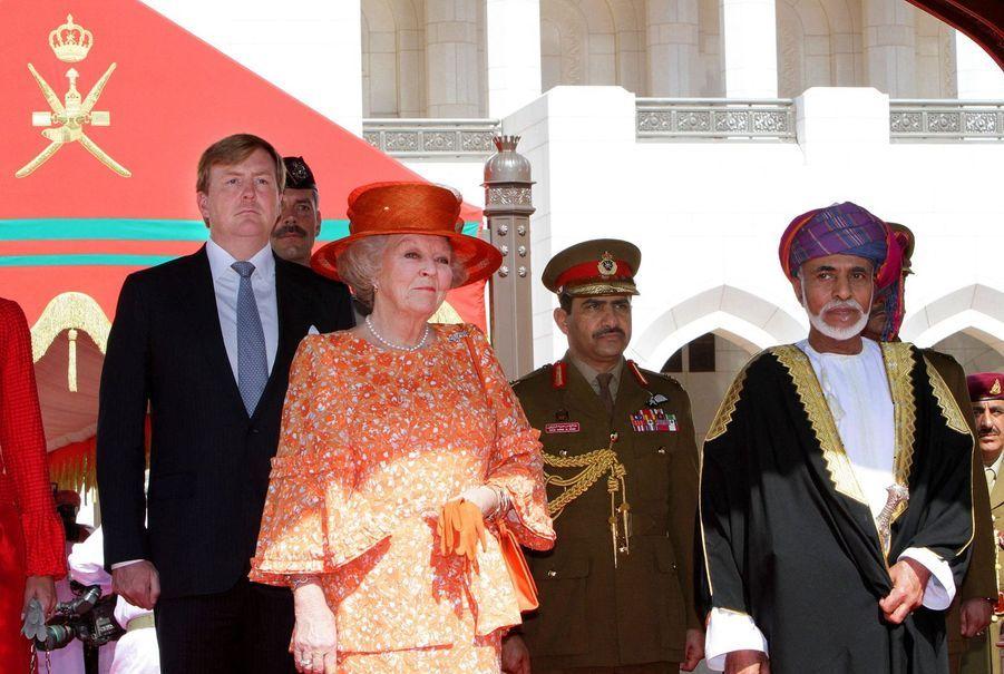 Le sultan Qaboos d'Oman avec la reine Beatrix des Pays-Bas et le prince Willem-Alexander à Mascate, le 10 janvier 2012
