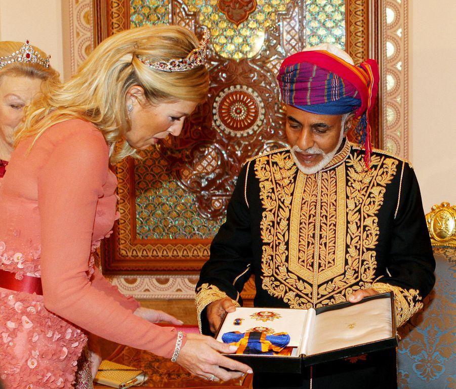 Le sultan Qaboos d'Oman avec la princesse Maxima des Pays-Bas à Mascate, le 10 janvier 2012
