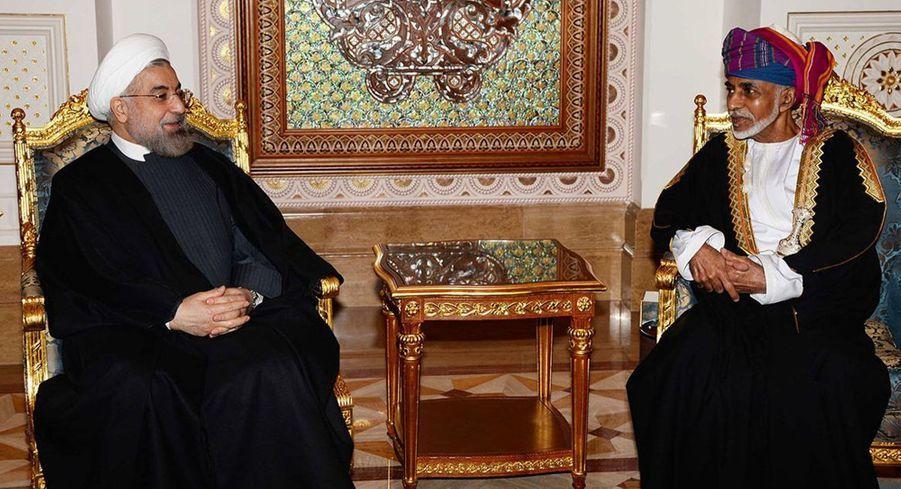 Le sultan Qaboos d'Oman avec le président iranien Hassan Rohani à Mascate, le 12 mars 2014