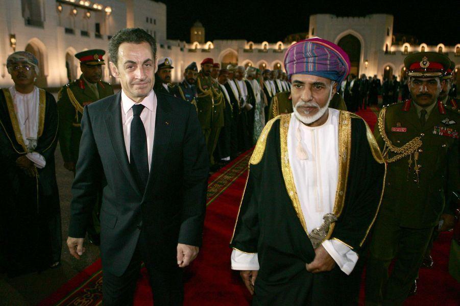 Le sultan Qaboos d'Oman avec le président français Nicolas Sarkozy à Mascate, le 10 février 2009