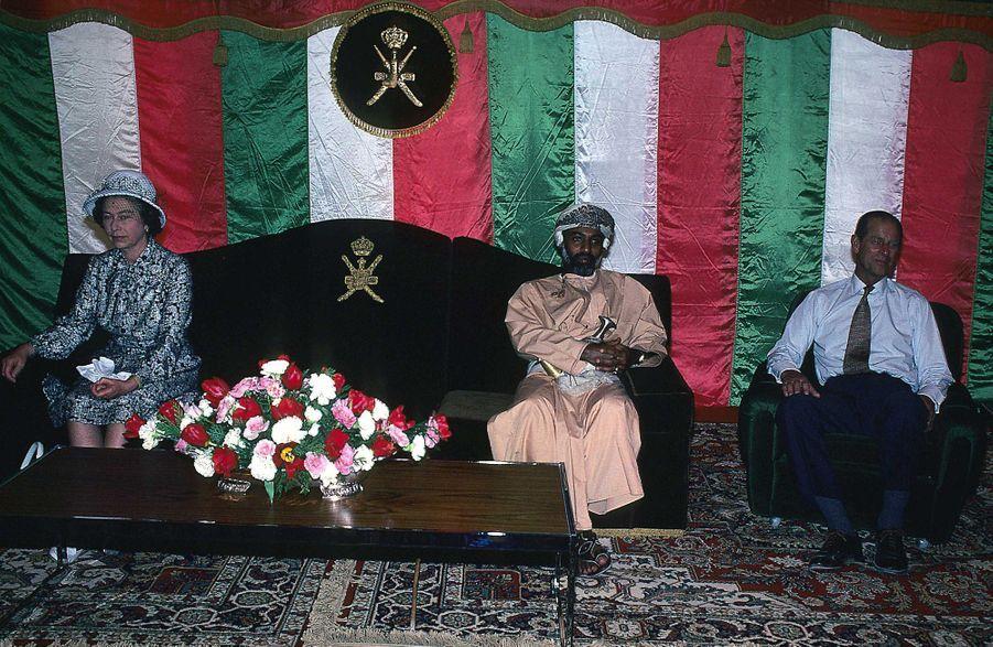 Le sultan Qaboos d'Oman avec la reine Elizabeth II et le prince Philip à Mascate, le 28 février 1979
