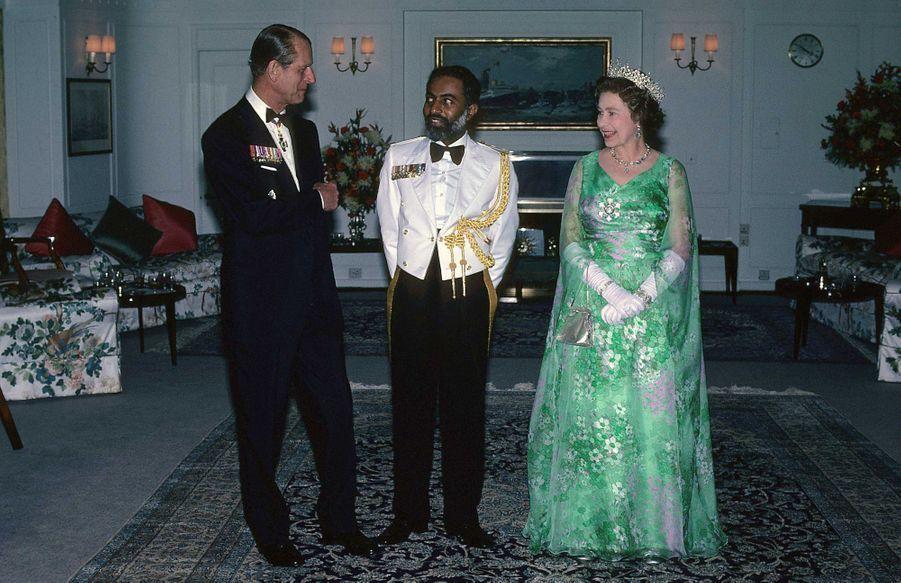 Le sultan Qaboos d'Oman avec la reine Elizabeth II et le prince Philip à Mascate, le 29 février 1979