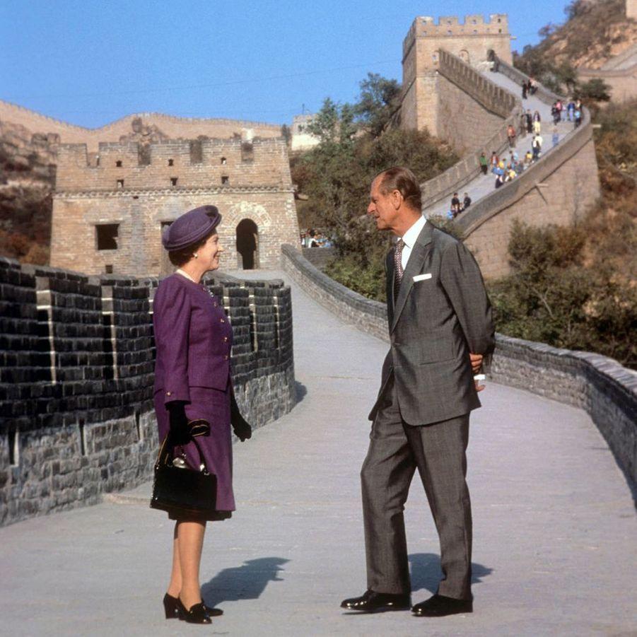 La reine Elizabeth II et le prince Philip sur la Grande Muraille de Chine, le 14 octobre 1986
