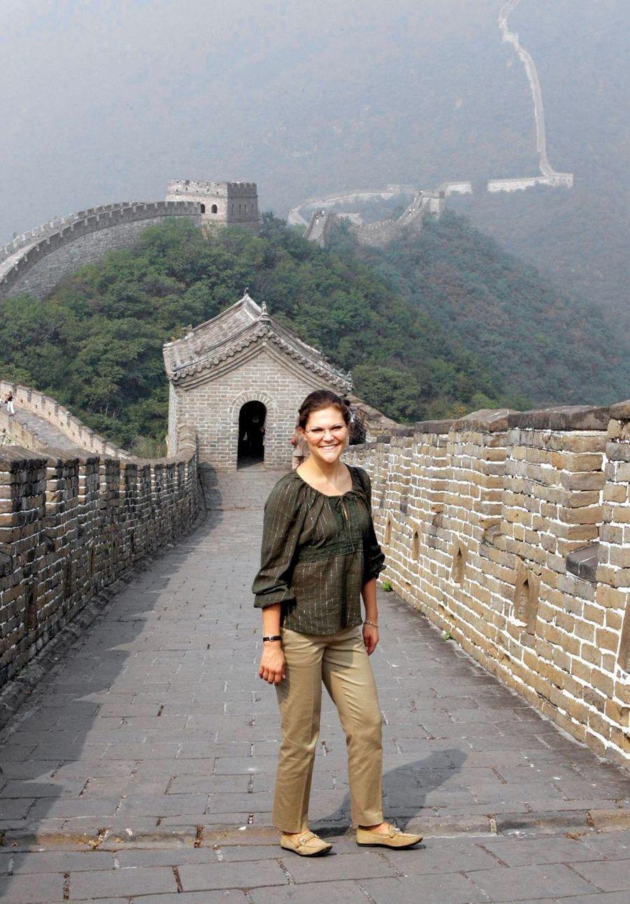 La princesse héritière Victoria de Suède sur la Grande Muraille de Chine, le 25 septembre 2005