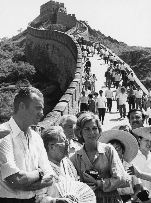 La reine Sofia et le roi Juan Carlos d'Espagne sur la Grande Muraille de Chine, le 23 juin 1978