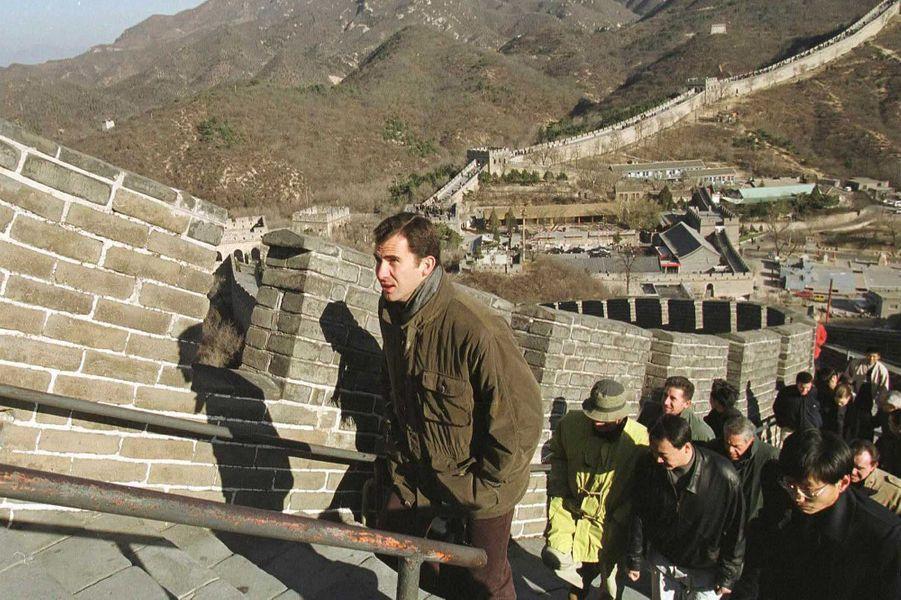 Le prince Felipe d'Espagne sur la Grande Muraille de Chine, le 11 novembre 2000
