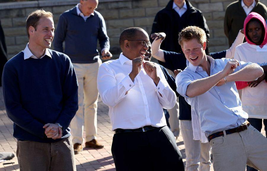 Les princes William et Harry avec le prince Seeiso du Lesotho à Maseru, le 17 juin 2010