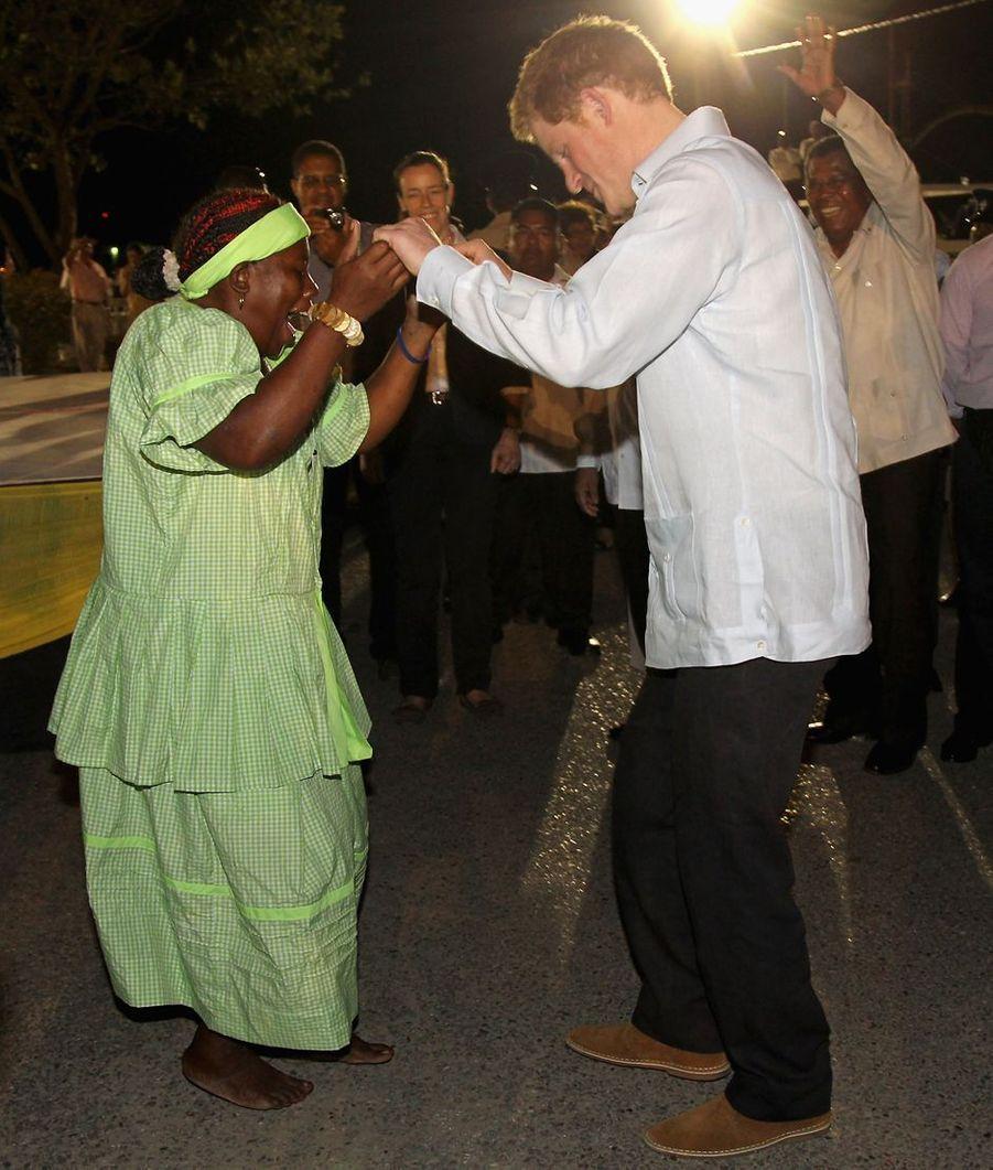 Le prince Harry à Melbopan sur l'île du Belize, le 2 mars 2012