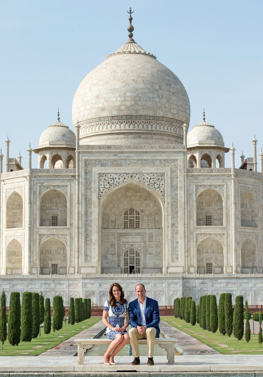Le prince William et la duchesse Catherine de Cambridge au Taj Mahal à Agra en Inde, le 16 avril 2016