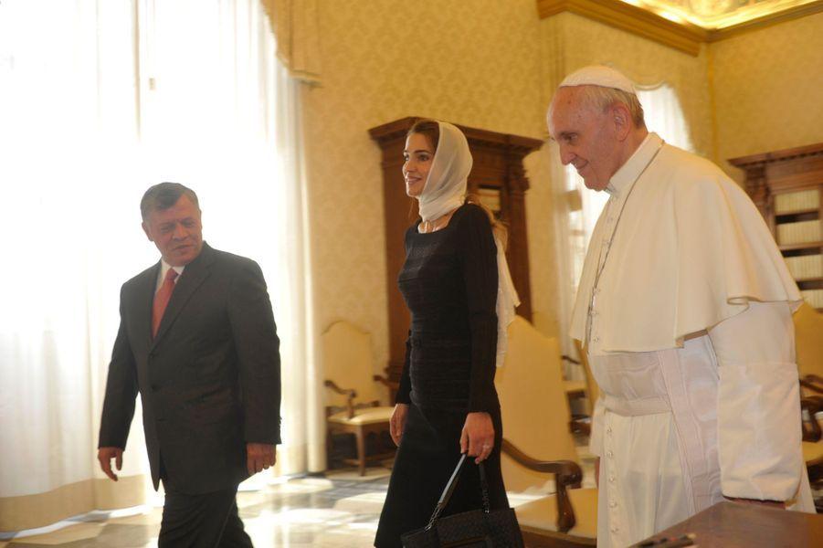 La reine Rania et le roi Abdallah II de Jordanie avec le pape François au Vatican, le 23 août 2013