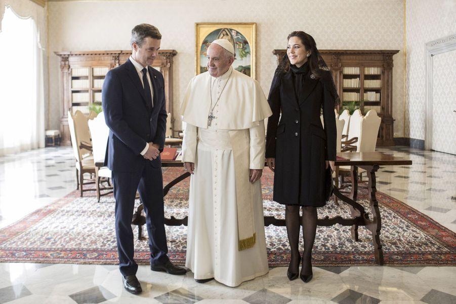 La princesse Mary et le prince Frederik de Danemark avec le pape François au Vatican, le 8 novembre 2018