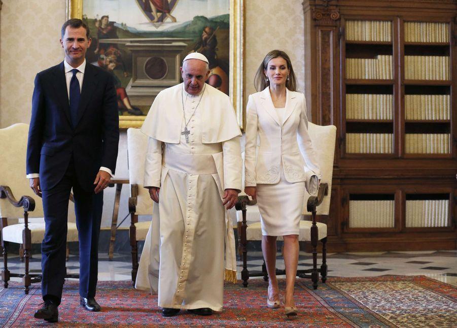 La reine Letizia et le roi Felipe VI d'Espagne avec le pape François au Vatican, le 30 juin 2014