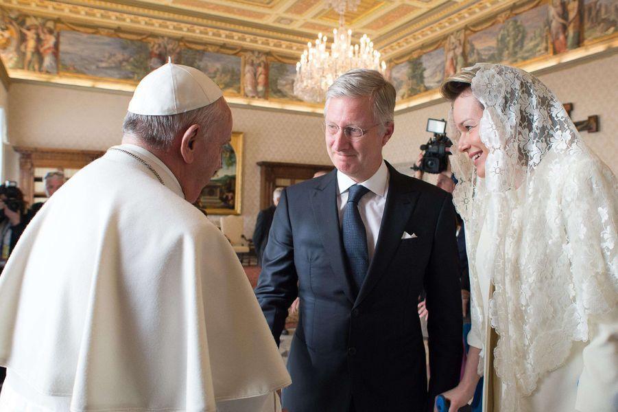 La reine Mathilde et le roi des Belges Philippe avec le pape François au Vatican, le 9 mars 2015