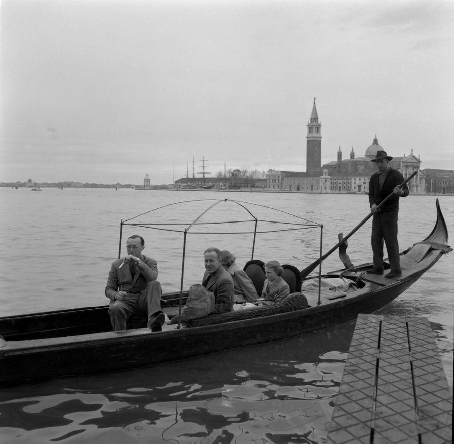Le prince Bernhard des Pays-Bas et les princesses Beatrix et Irene à Venise, en 1953
