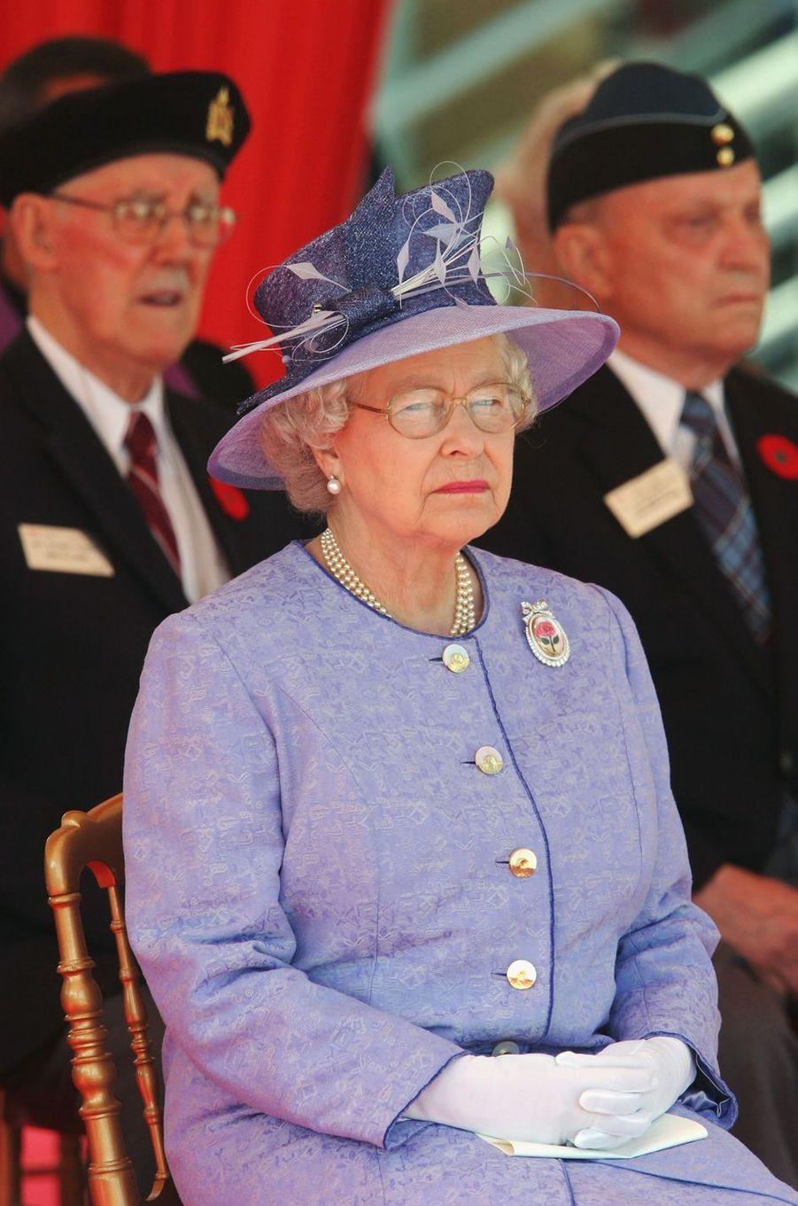 La reine Elizabeth II à Arromanches, le 6 juin 2004