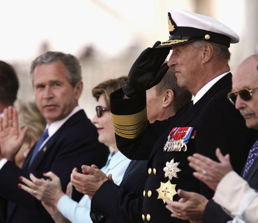 Le roi Harald V de Norvège à Arromanches, le 6 juin 2004