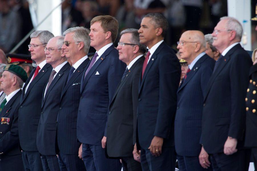 Les rois Philippe de Belgique et Willem-Alexander des Pays-Bas avec Barack Obama à Ouistreham, le 6 juin 2014